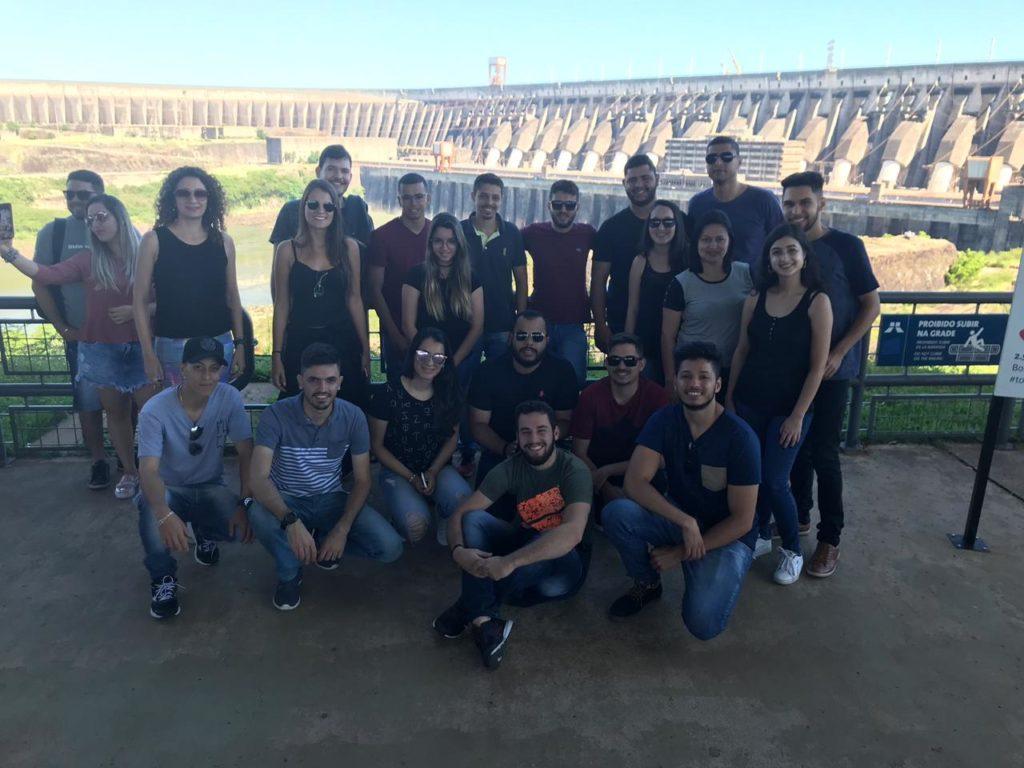 Estudantes de Engenharia Civil do Uni-FACEF visitam a usina de Itaipu