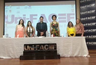 """Formandos do curso de espanhol """"Comunícate"""" recebem certificados no Uni-FACEF"""