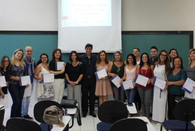 Entrega de certificados de capacitação para psicólogos no Uni-FACEF, em parceria com a Prefeitura