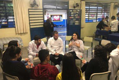 Estudantes de Medicina e Enfermagem, do Uni-FACEF, fazem ação de prevenção em escola estadual de Franca