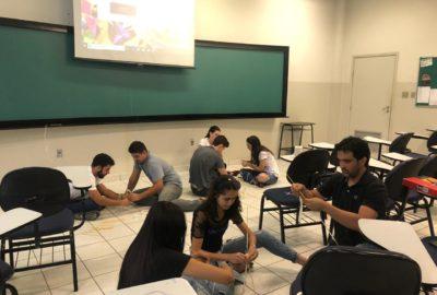 Dinâmica em sala de aula da Administração, para trabalhar escassez e recursos na economia