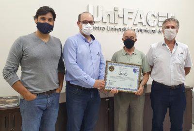 Grupo Santa Casa de Franca homenageia o Uni-FACEF